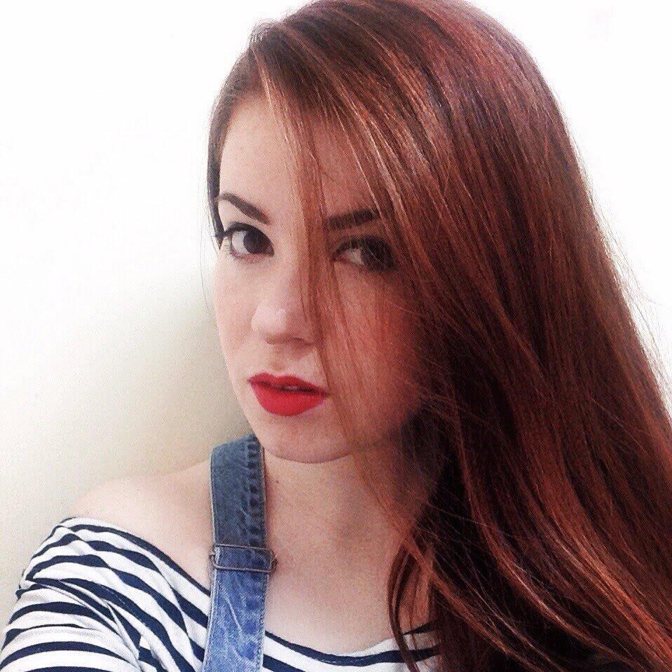 Holly-Beth 👀