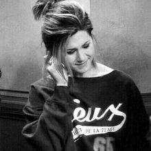 • Dania 💜