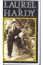 Laurel et Hardy rendent service