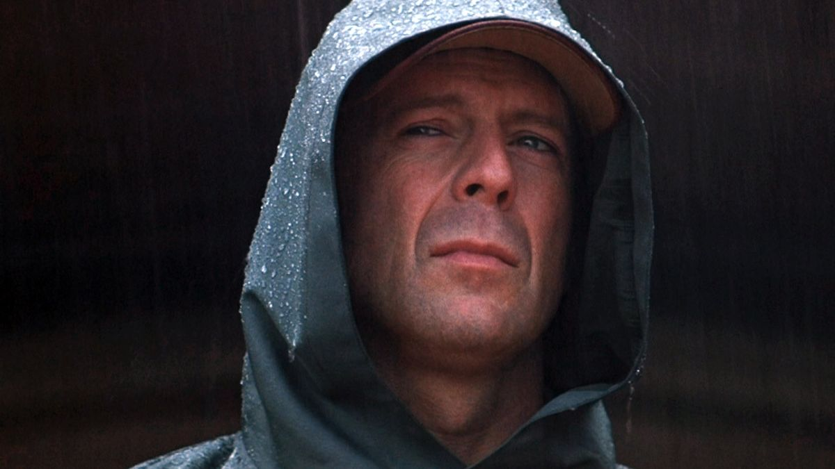 Unbreakable 2000 Directed By M Night Shyamalan Reviews Film Cast Letterboxd
