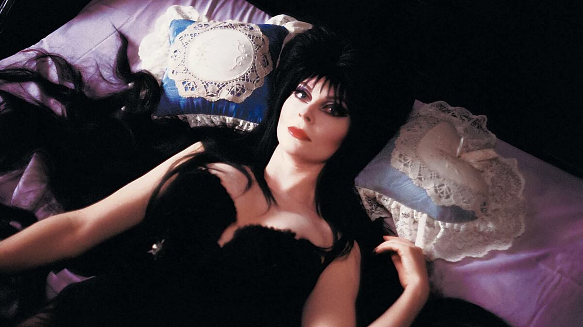 Elvira, Mistress of the Dark (1988) directed by James Signorelli • Reviews,  film + cast • Letterboxd